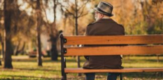 Outdoor Fall Activities for Seniors with Limited Mobility