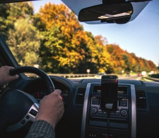 How You Can Limit Driving Distractions